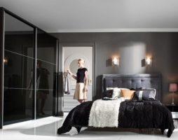Шкаф купе в интерьере спальни