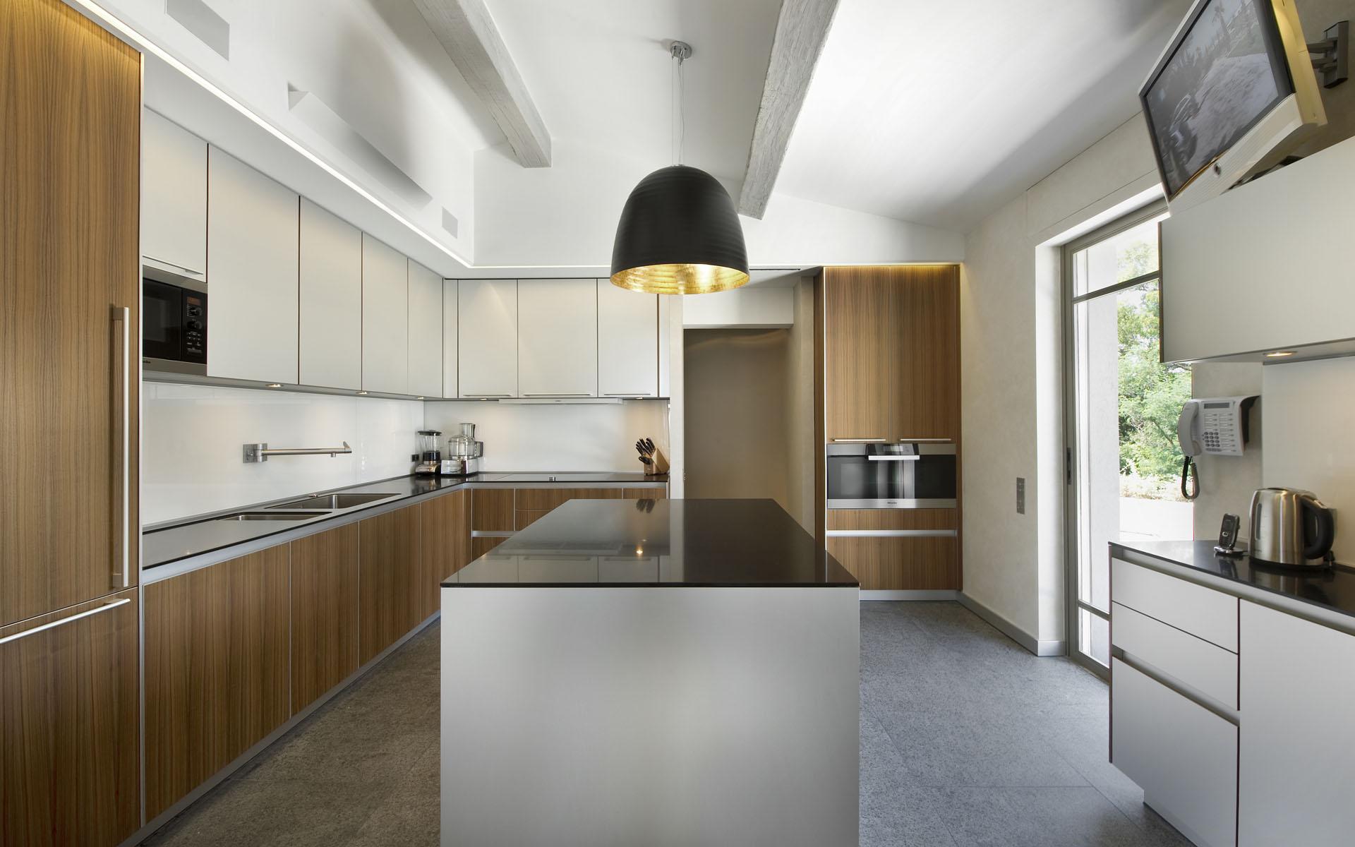 Дизайн кухни г образной формы 69