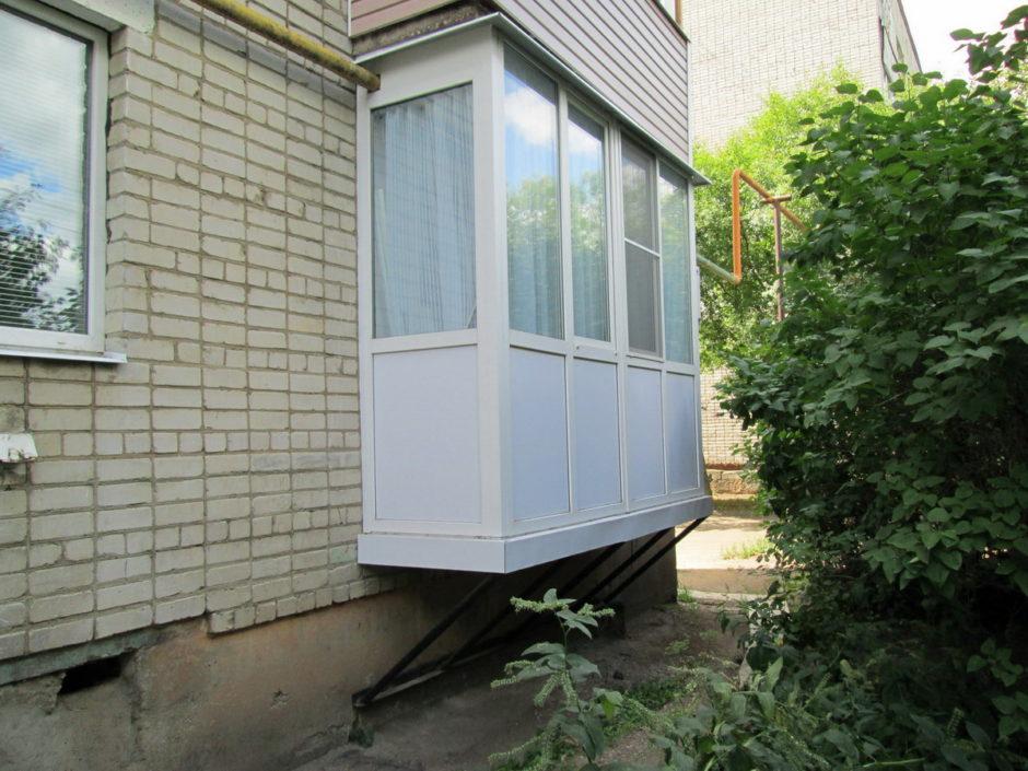 Как построить балкон на первом этаже.
