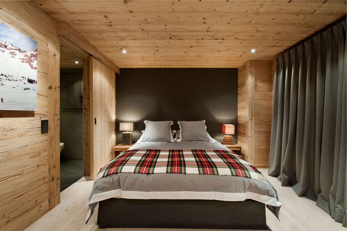 вкусный спальня с деревянными потолками фото этом разделе