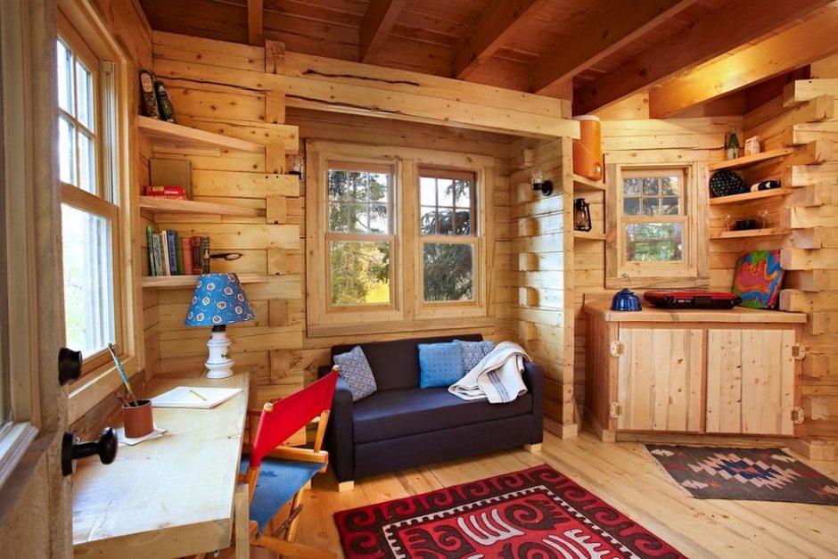 Дизайн внутри маленького деревянного дома
