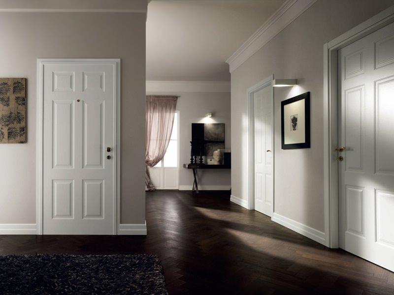 Белые классические двери в интерьере фото