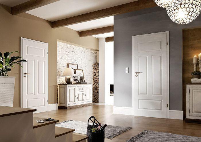 Как смотрятся белые двери в интерьере коттеджа фото