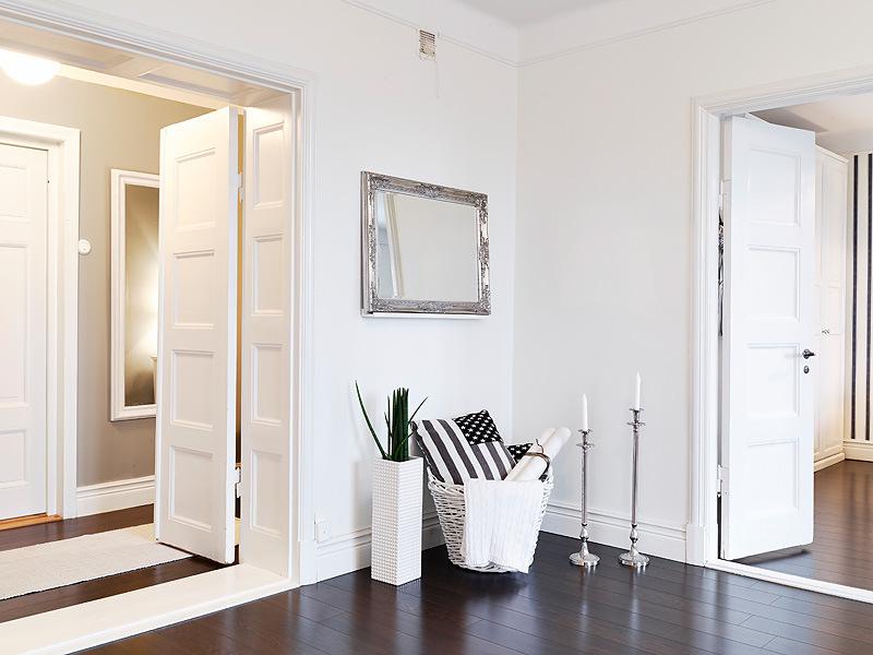 Белые двери и цвет стен