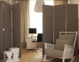 Разделение комнаты с помощью перегородок, ширм, мебели и цвета