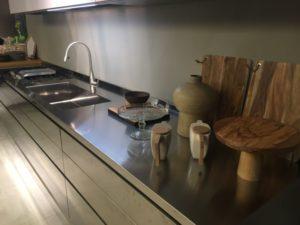Какую столешницу выбрать для кухни