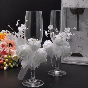 Оформление своими руками бокалов и бутылок на свадьбу