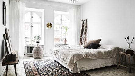 Дизайн, интерьер и зонирование спальни с двумя окнами
