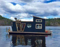 Оригинальное решение для временного и постоянного жилья – дом на воде