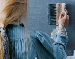 Фактурная краска для стен: возможности декоративного материала в отделке интерьера