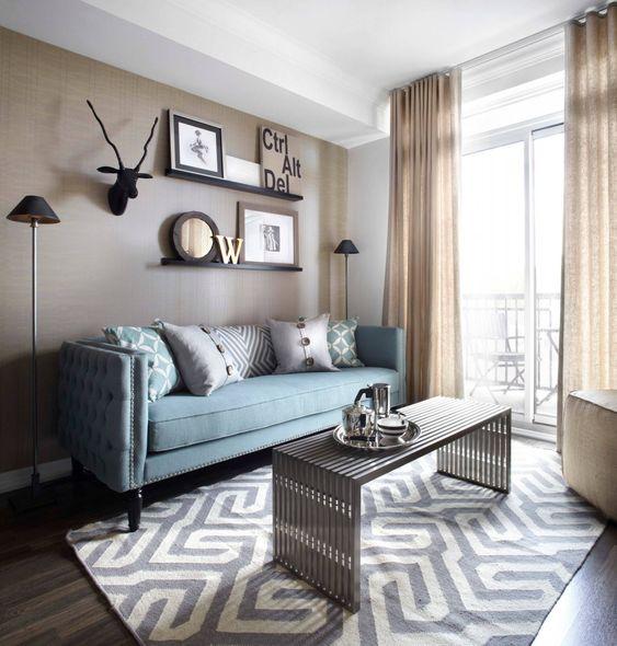 диван в интерьере зала