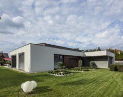 Особенности домов с плоской крышей, их преимущества и недостатки