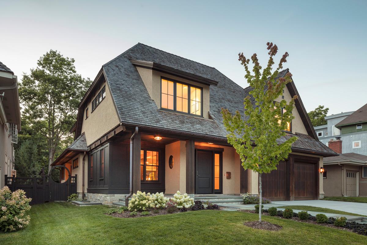 данной фото небольшой дом с красивой крышей стрелку раскрывающегося списка