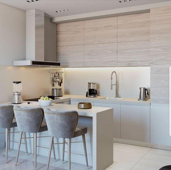кухня кремового цвета