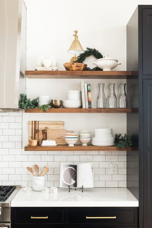 навесные полки на кухне