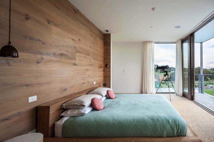 ламинат на стене спальни