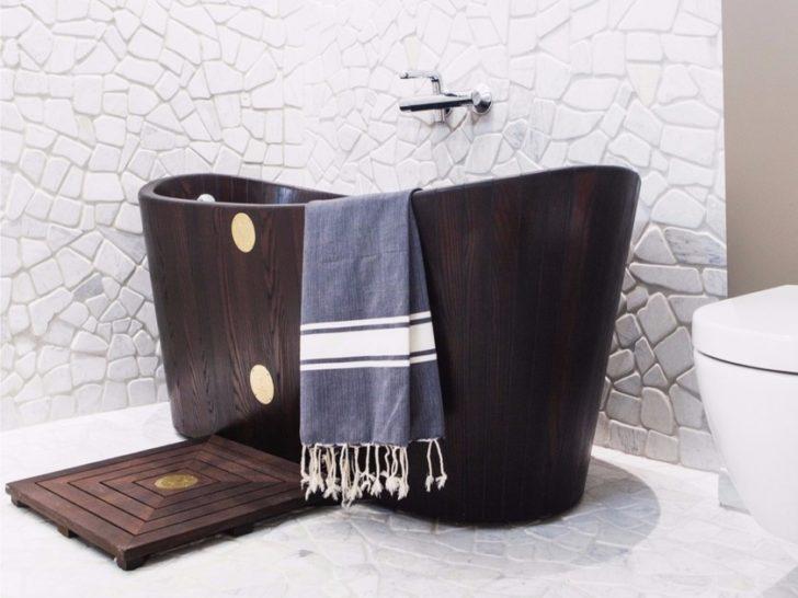 ванна в коричневых тонах