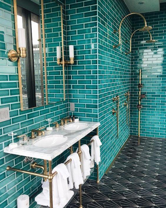 оформление ванной в изумрудных цветах