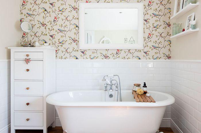 обои в интерьере ванной