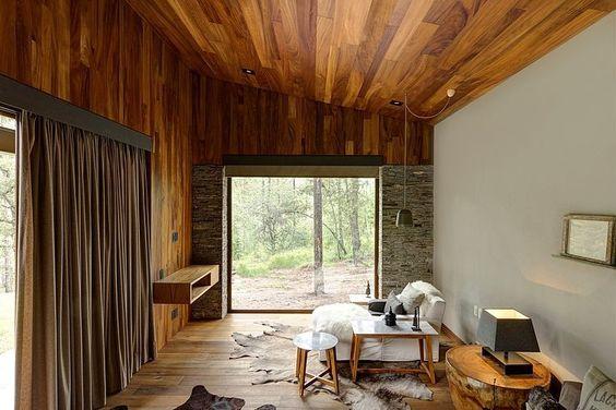 отделка потолка на даче