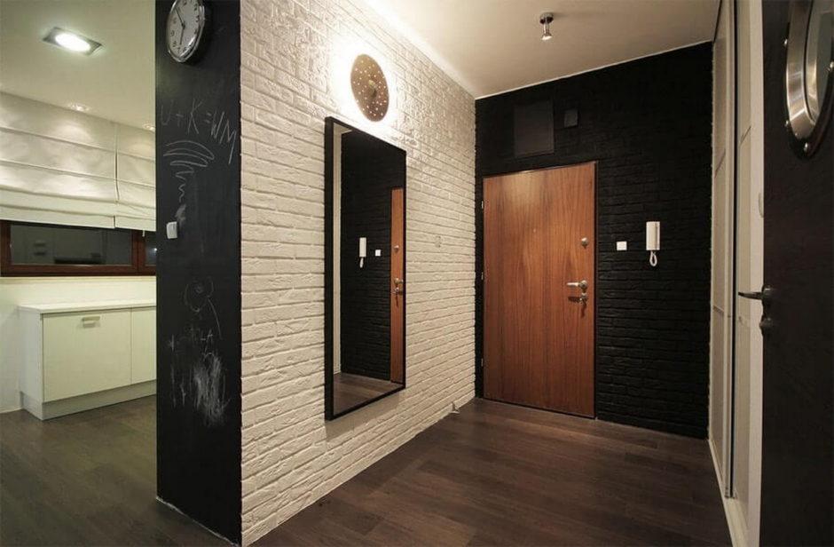 Дизайн прихожей с кирпичной стеной