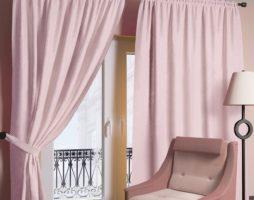 Розовые шторы в интерьере: модификации драпировок окон с цветочной палитрой