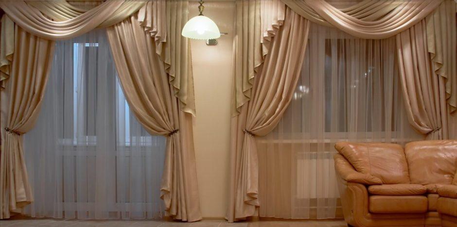Шторы в бежевых тонах в гостиной, на кухне и в спальне с фото