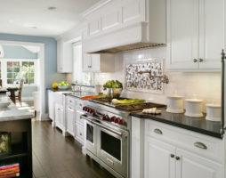 Основные правила разных вариантов расстановки мебели на кухне