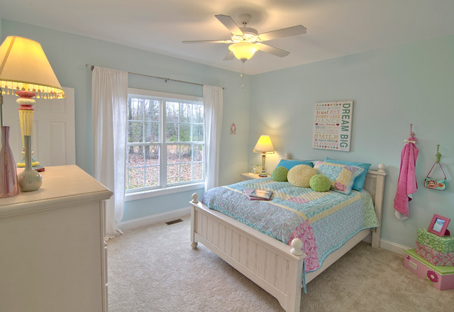 шторы в комнате подростка